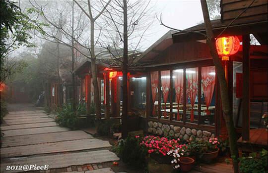 苗栗。卓也小屋。偶像劇的場景之一。在濃霧中的世外桃源